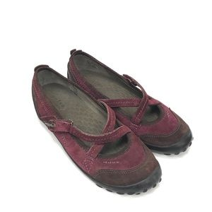 30% off! Privo by Clarks Size 10 Maroon Suede